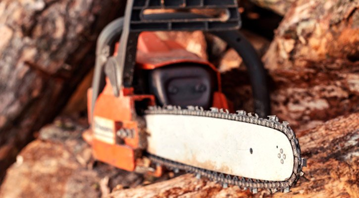 What is Chainsaw Kickback? What Causes Kickback? (And Tips on How to Avoid It)